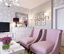 интерьер гостиной с розовыми акцентами мал